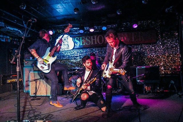 #Tbt to the playing the legendary @horseshoetavern hard AF with my dudes last month. #cantshakeyou 📷: Dayna Howerchuck