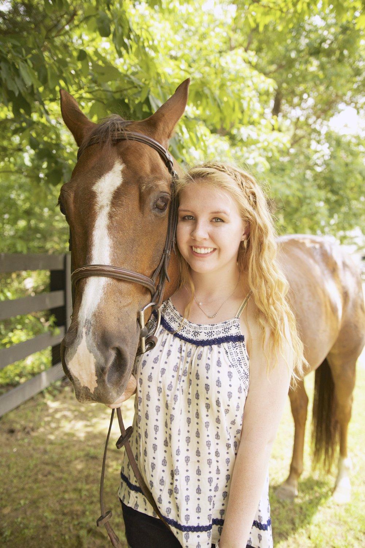 girl and her horse senior photos