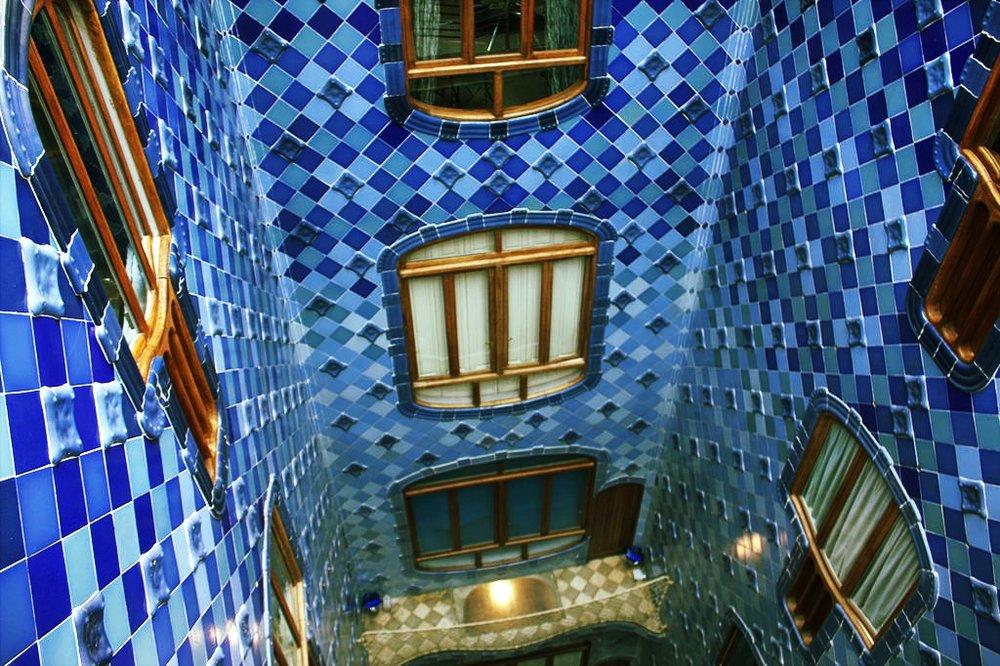1024px-Casa_Batlló_Light_Well.jpg