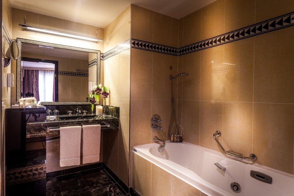 Spacious Executive Double Double Marble & Ceramic Bathroom