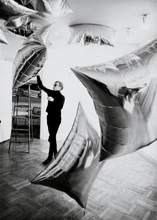 Andy Warhol en la galería Leo Castelli 1966