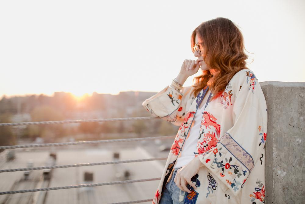 Eldridge_Edit_Anna_E_Cottrell_Tulip_Louise_Fashion_Blogger_Kimono_Deconstructed_Oversized_Boyfriend_Jean_Denim_Mother-White_T-shirt_Tom_Ford_Glasses_Joie_Heel_13.jpg