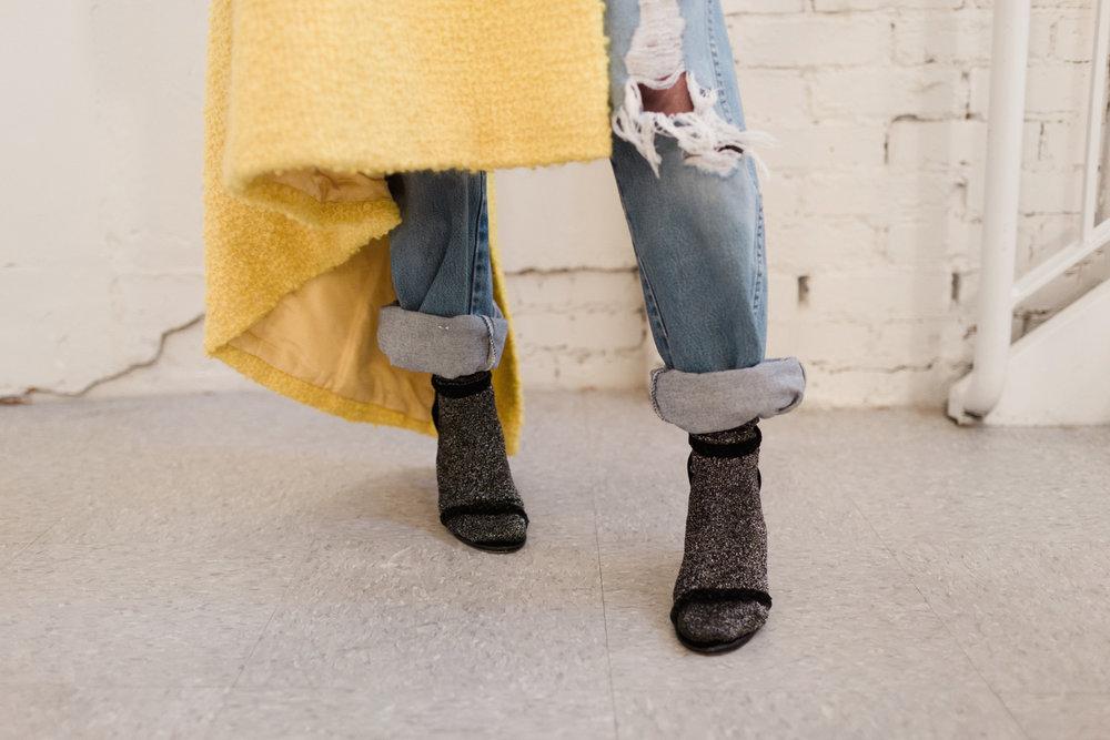 Eldridge Edit_Anna_E_Cottrell_Fashion_Blogger_Yellow_Vintage_Coat_Wrangler_Boyfriend_Jeans_Spring_Trend_2017_Star_Crossbody_Bag_Socks_with_Heels_Trend_MGB_Photo_12.jpg
