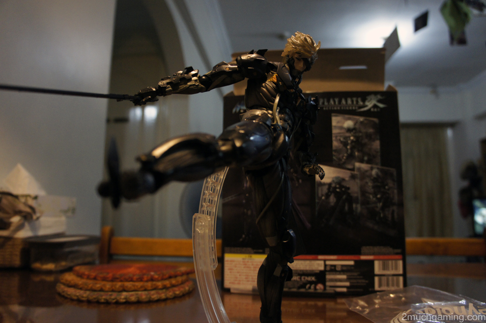 Play-Arts-Kai-Raiden-04.jpg