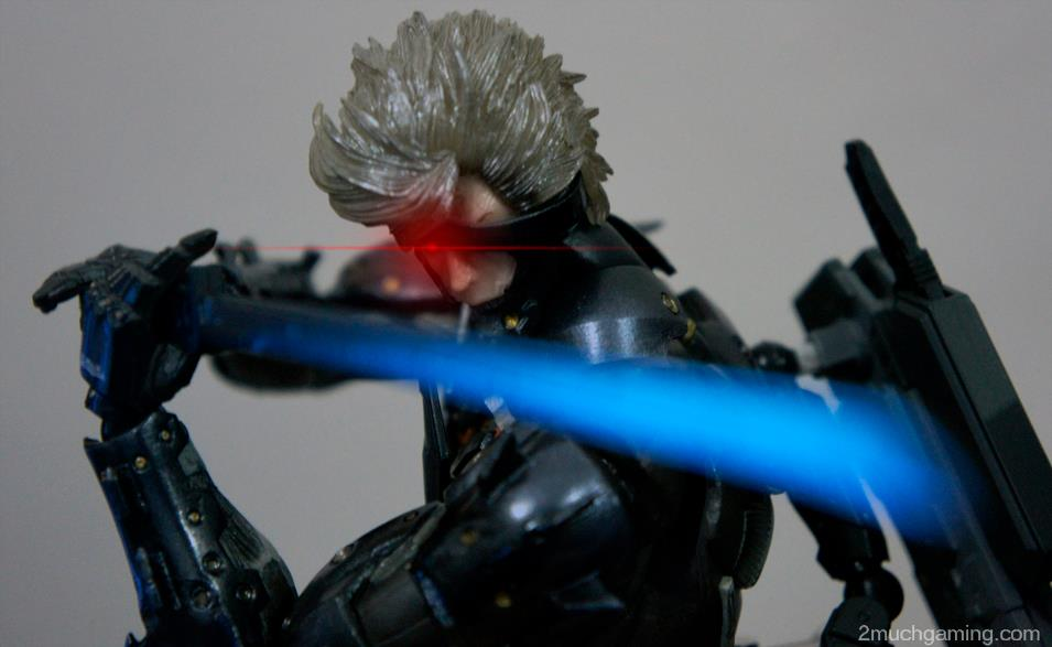Play-Arts-Kai-Raiden-01.jpg