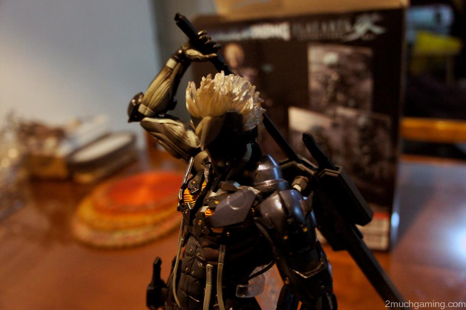 Play-Arts-Kai-Raiden-02.jpg