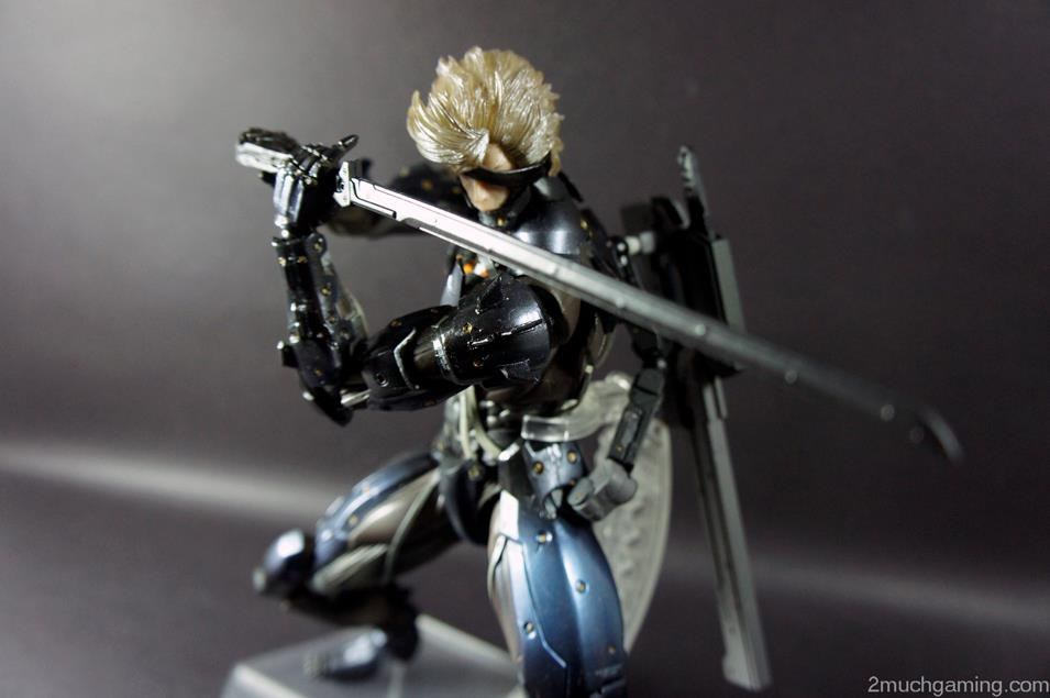 Play-Arts-Kai-Raiden-03.jpg