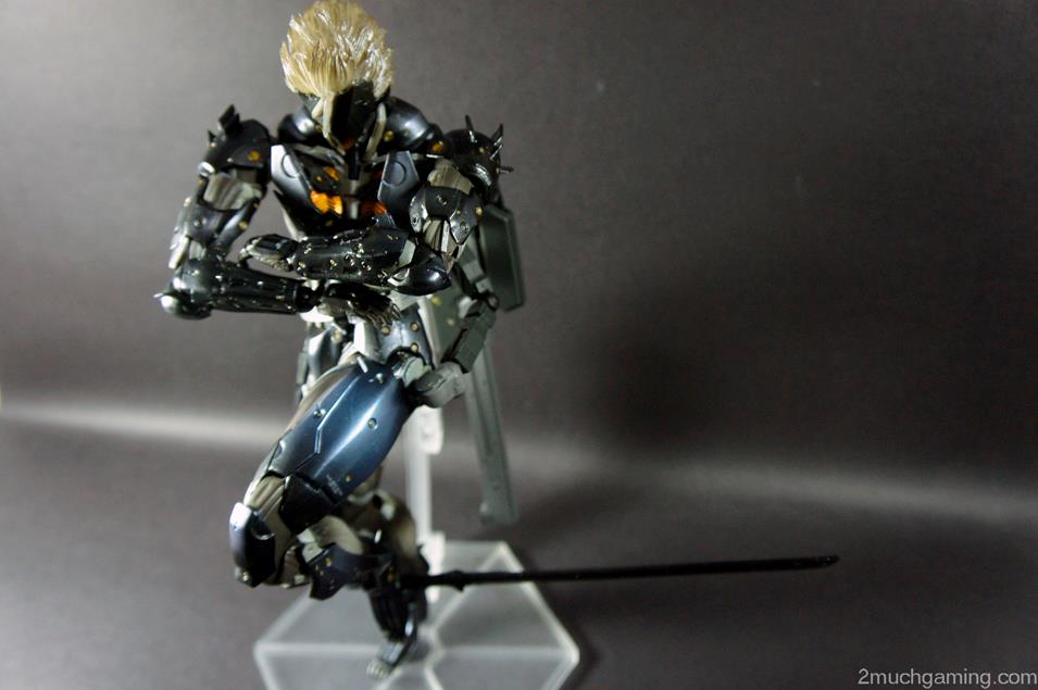 Play-Arts-Kai-Raiden-05.jpg