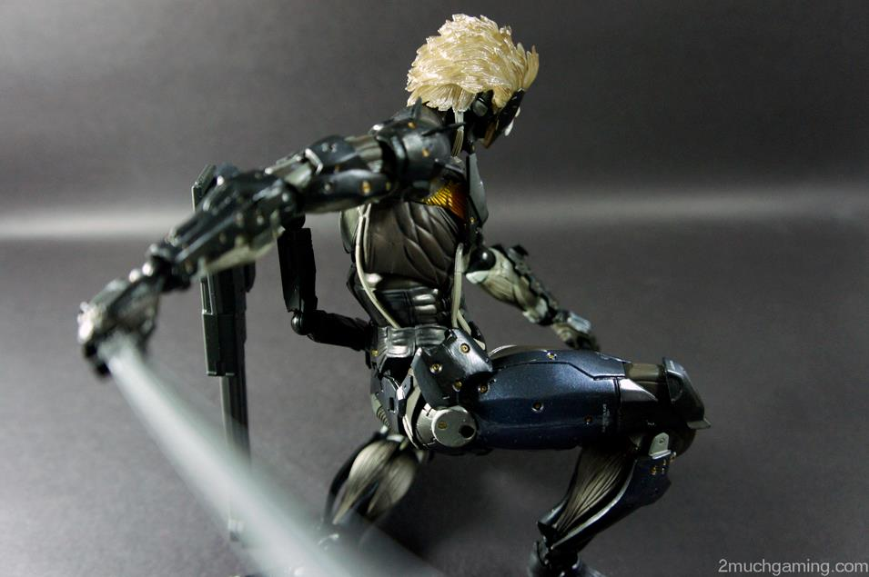 Play-Arts-Kai-Raiden-06.jpg