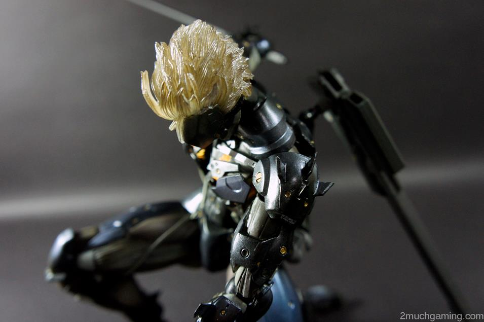 Play-Arts-Kai-Raiden-07.jpg