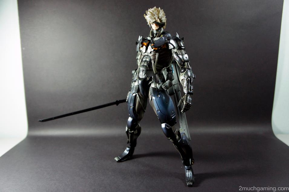 Play-Arts-Kai-Raiden-09.jpg