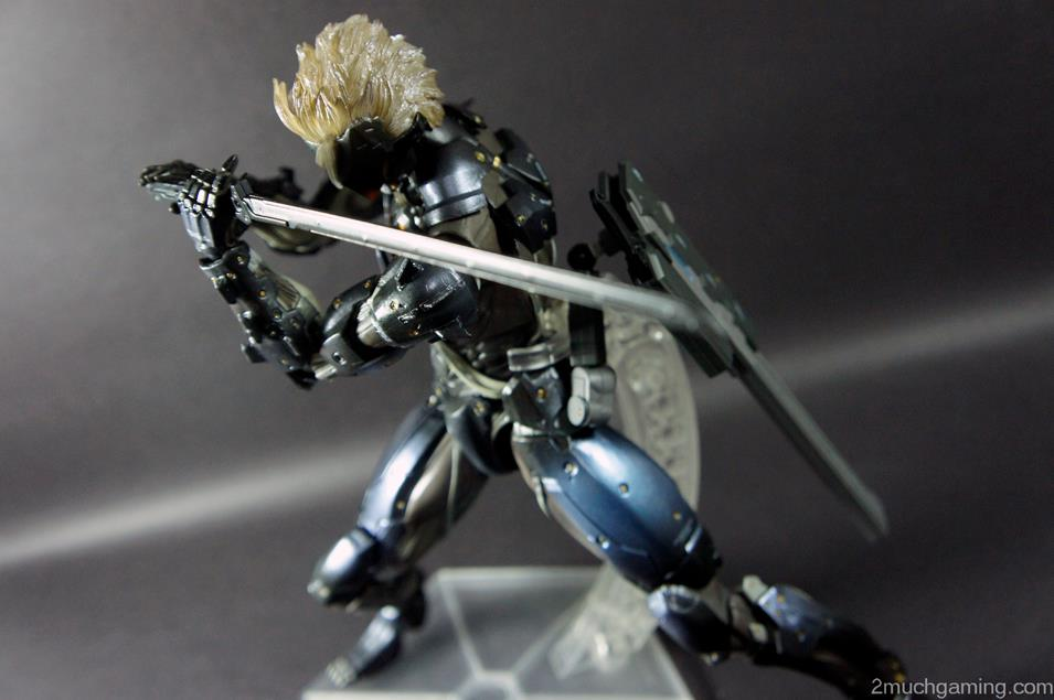 Play-Arts-Kai-Raiden-10.jpg