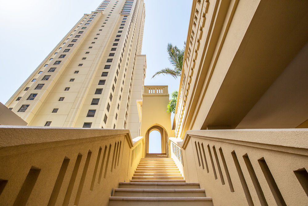 The apartment is located right in the heart of the famous JBR Walk, with a large selection of licensed bars, cafes and restaurants to choose from