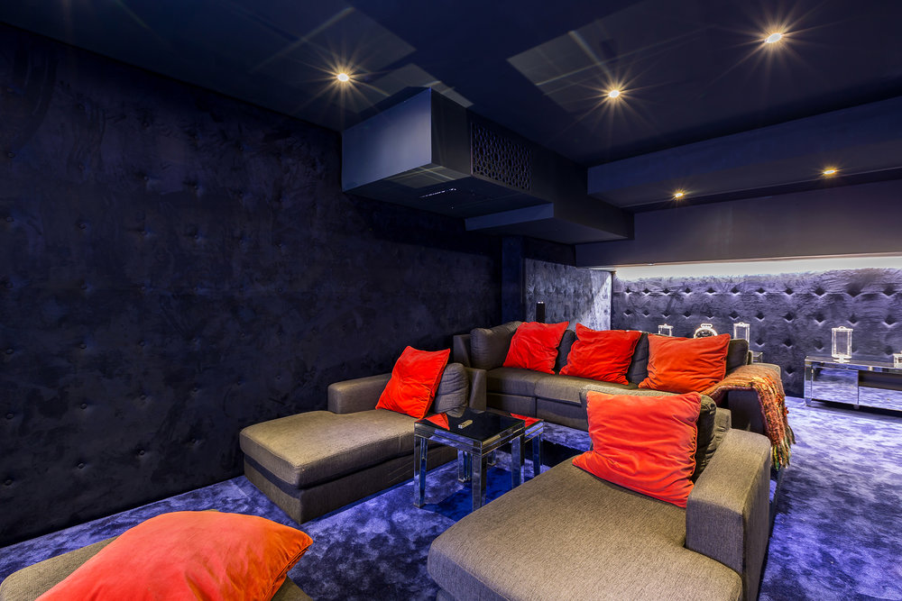 Subterranean Cinema Room seats up to 6 - what more could you wish for?!
