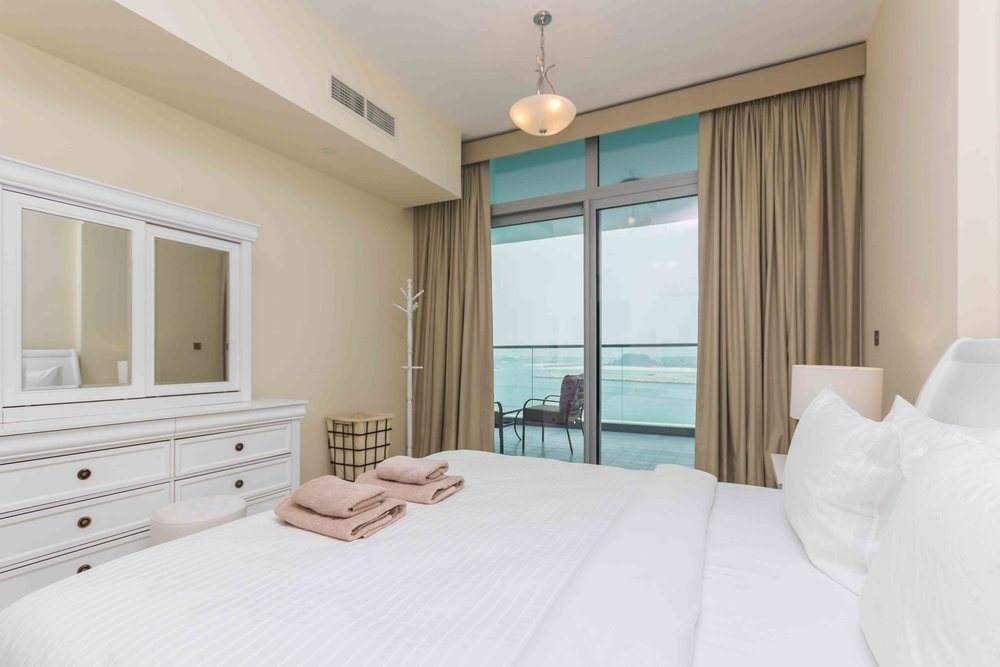 Wake up in this spacious bedroom with a view!