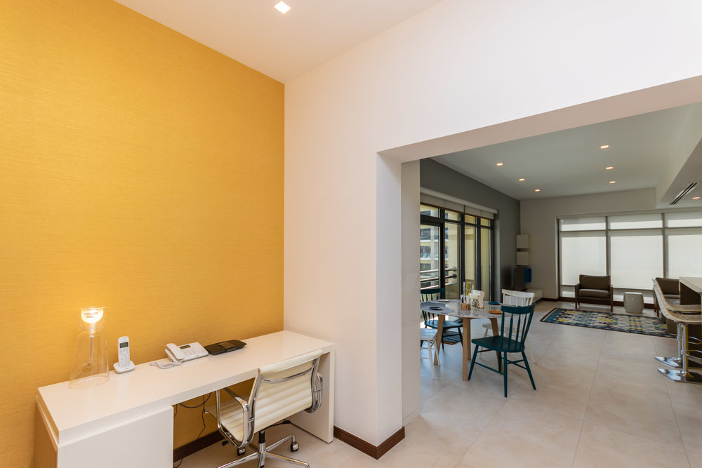 Spacious work space for business travelers
