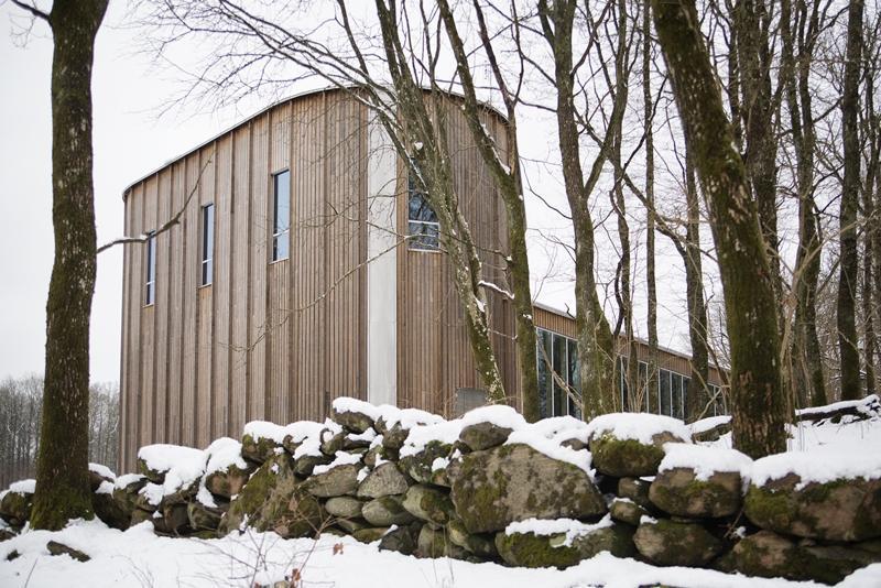 Livereds kapell i Kebony-fasad innan den fått sin patina.Foto: kebony.com