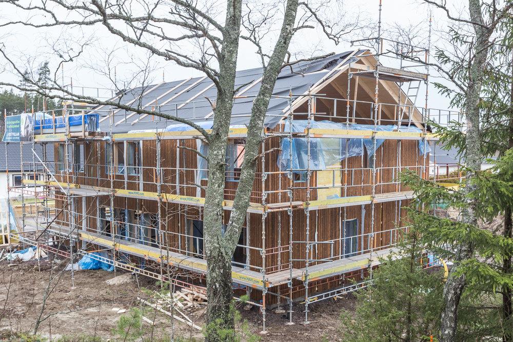 Taket har fortfarande taksprång, men det ska kapas helt och hållet.