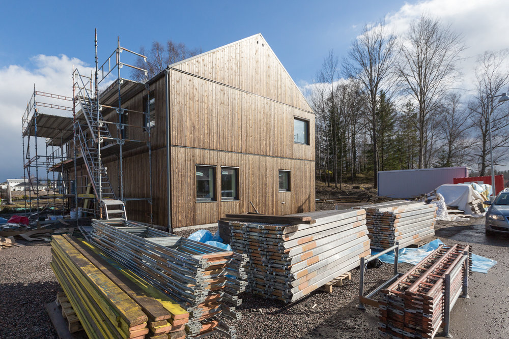 Halva byggställningen här nedmonterad. Kan varmt rekommendera vår  sponsor Hyrställningar (www.hyrstallningar.net).