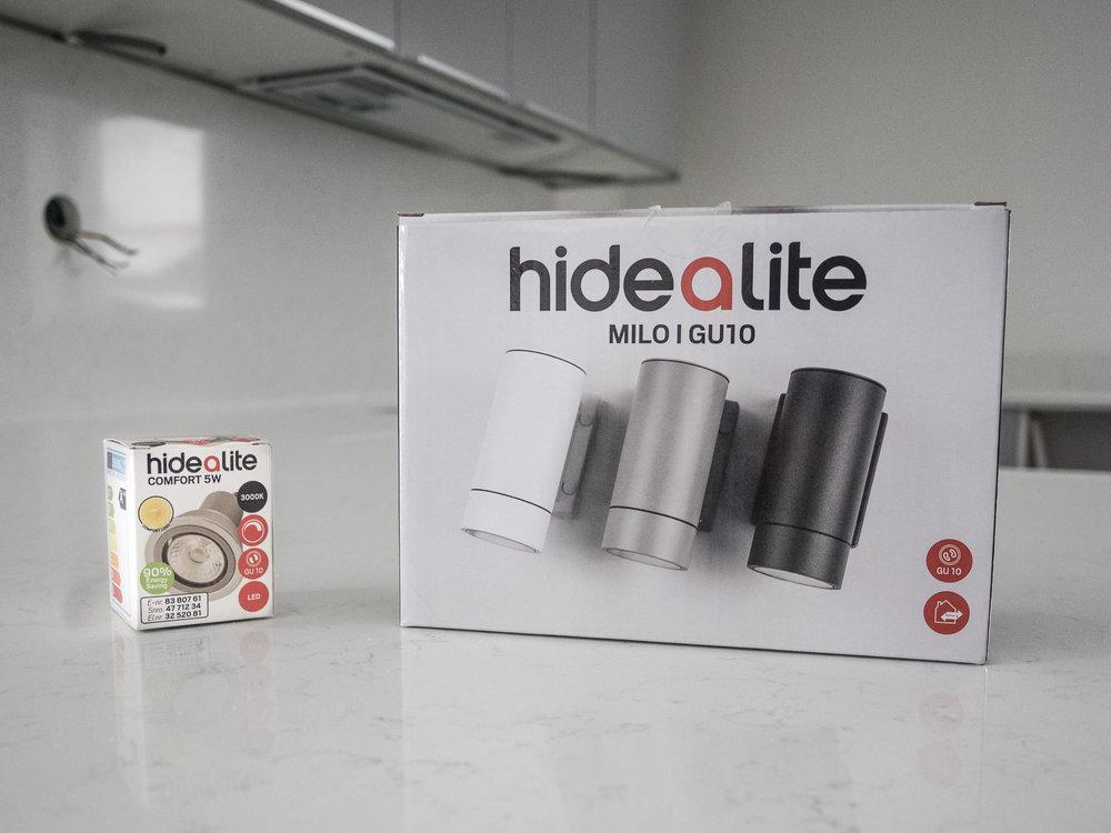 Vår fasadbelysning kommer från  Hide-a-lite och heter  Milo I GU10    (sponsor).Vi valde såklart den grå som matchar övriga exteriöra detaljer.