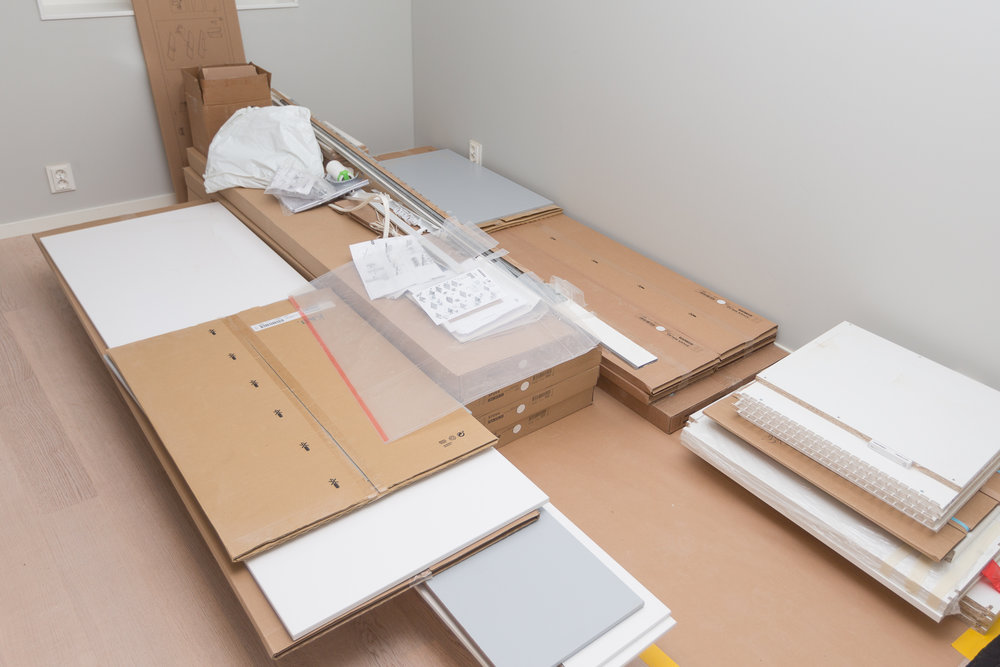 Lite överblivet från IKEA. Bl a garderoberna till övervåningen där vi istället valt skjutdörrar.