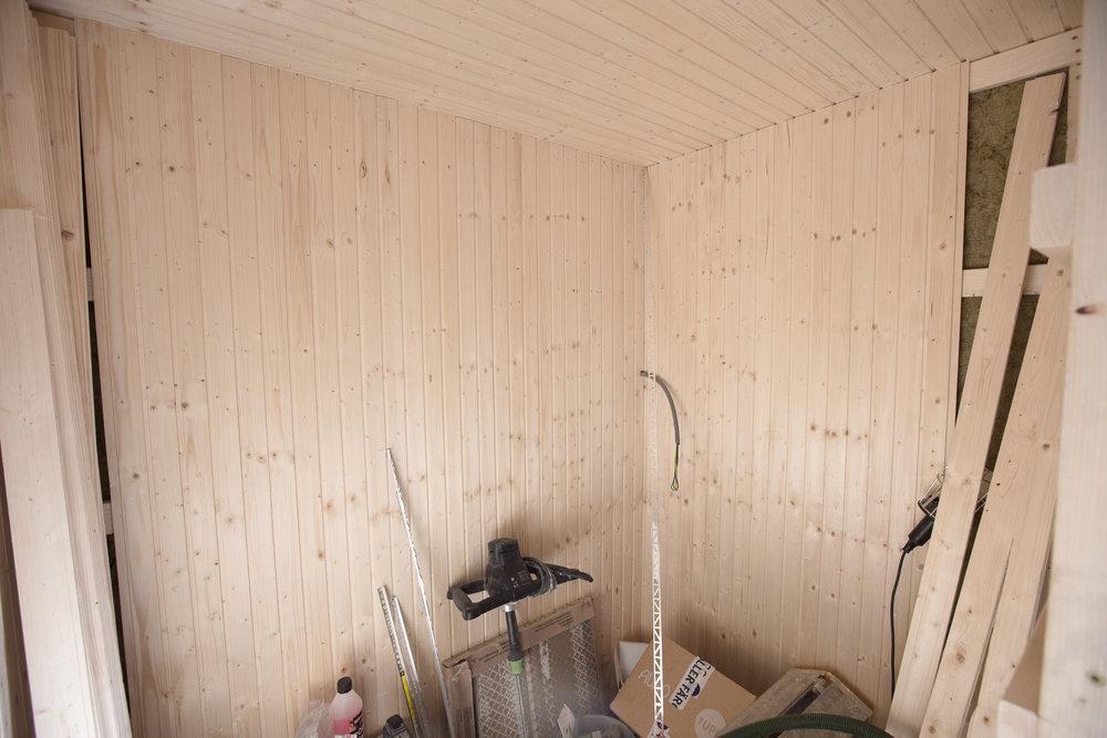 Bastun i vätan på leverans från Tylö. Aggregat, lavar och glasdörr försenade.