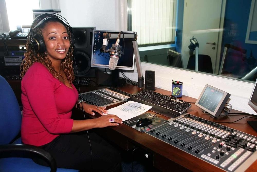 Ses début à la Radio Latina