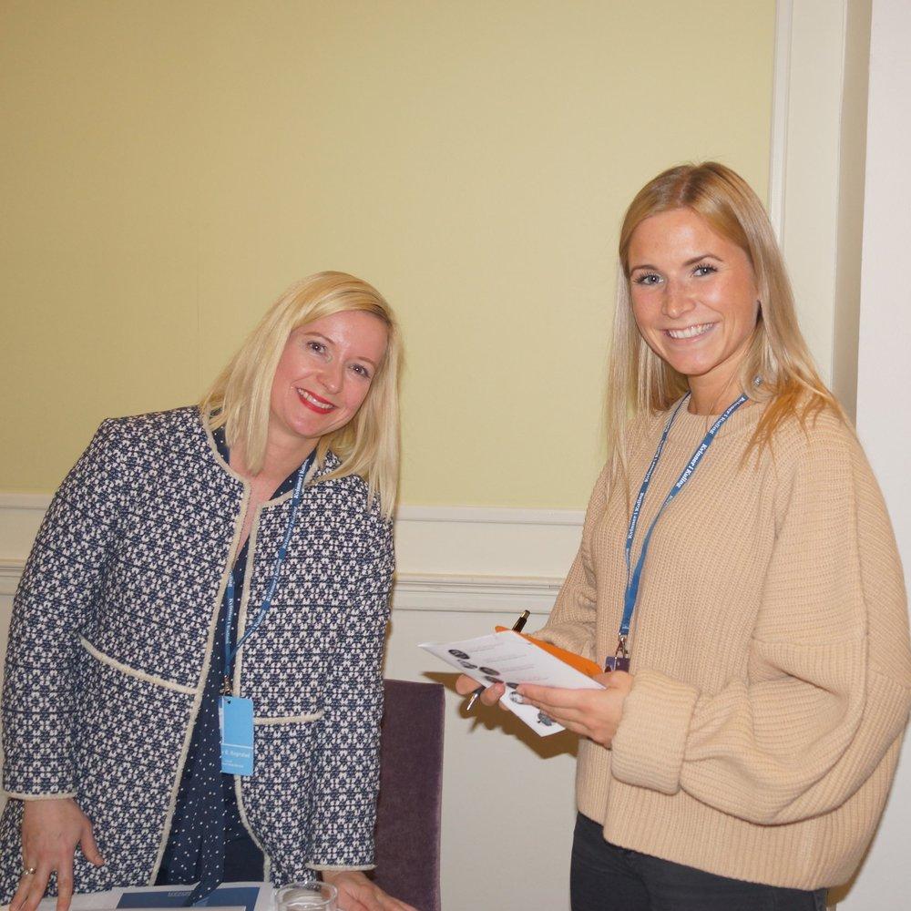 Annette Rognstad sammen med journalist Kornelia Minsaas