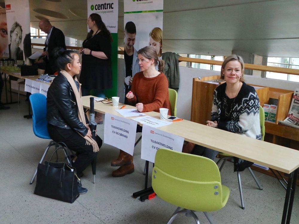 SiB Karriere & Studiemestring på stand for åveilede studenter som ønsket hjelp med CV og jobbsøknader.