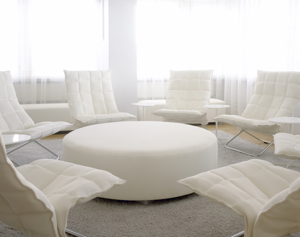 Round Bench in the middle and long bench behind the k chairs_interior inspiration