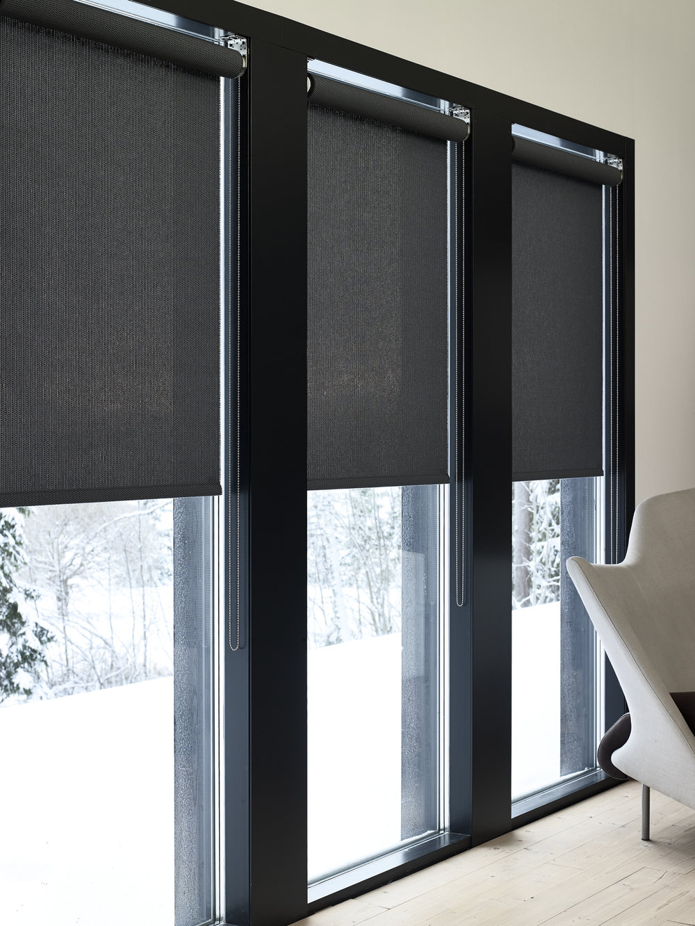 21199  Morning  black roller blinds
