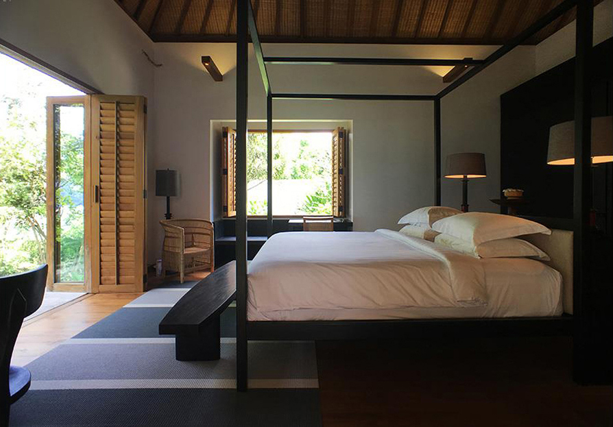 Uluwatuestate, Luxury Villa, Bali_Woodnotes Bridge 1364030 graphite-light grey carpet-bedroom.jpg
