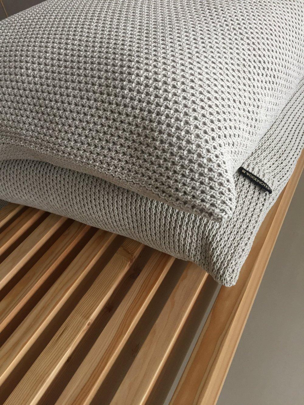 Outdoor cushions are designed for e.g. terrace use. Four colour options. Size 55x55 cm. ..Nämä tyynyt on suunniteltu erityisesti ulkotilakäyttöön. Neljä väriä. Koko 55x55 cm.