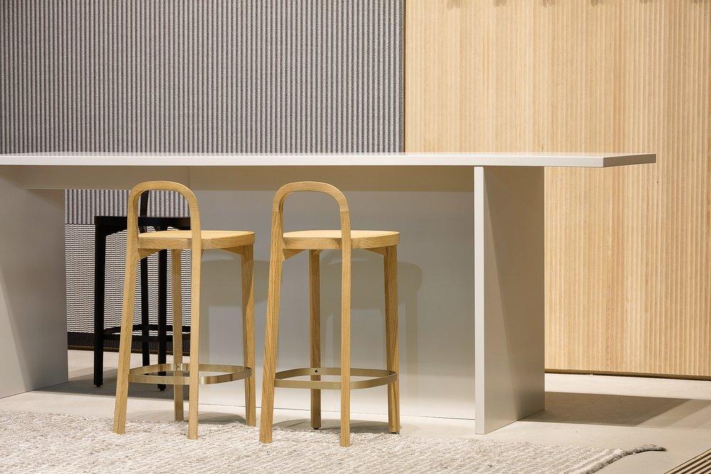 Woodnotes  Siro+ bar stools  together with Grid hand knotted wool carpet on the floor. /  Woodnotesin    Siro+ baarituolit    yhdessä lattialla olevan käsin solmitun Grid villamaton kanssa.