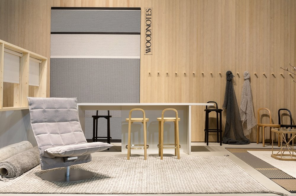 We presented our new hand knotted wool carpets, Grid and Uni. Narrow Swivel  k lounge chair  on the left is already our classic and design by Harri Koskinen. / Esittelimme käsin solmitut villamatto uutuudet, Grid ja Uni. Kapea pyörivä k tuoli vasemmalla on jo yksi klassikoistamme ja sen on suunnitellut meille Harri Koskinen.