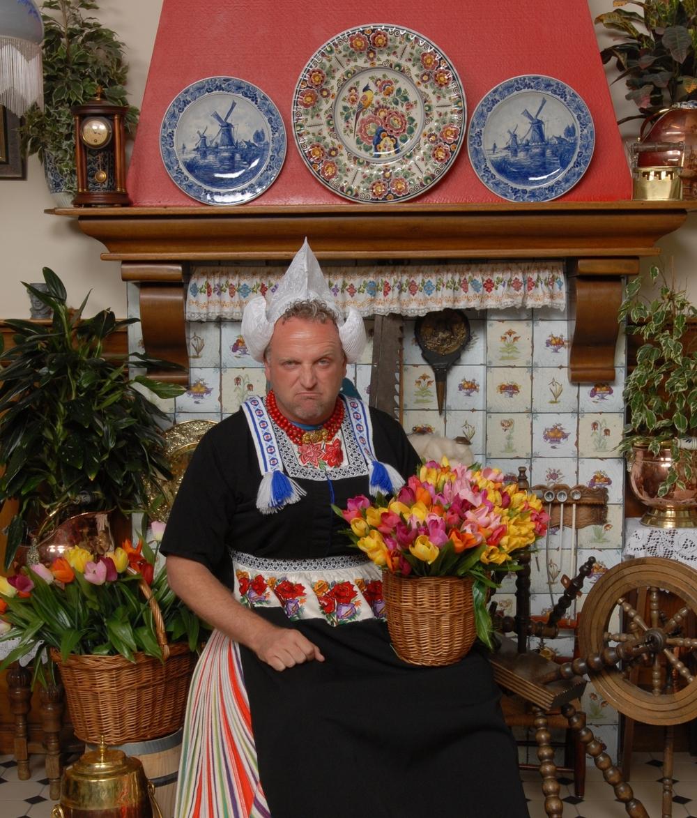 Gordon in Volendamse klederdracht
