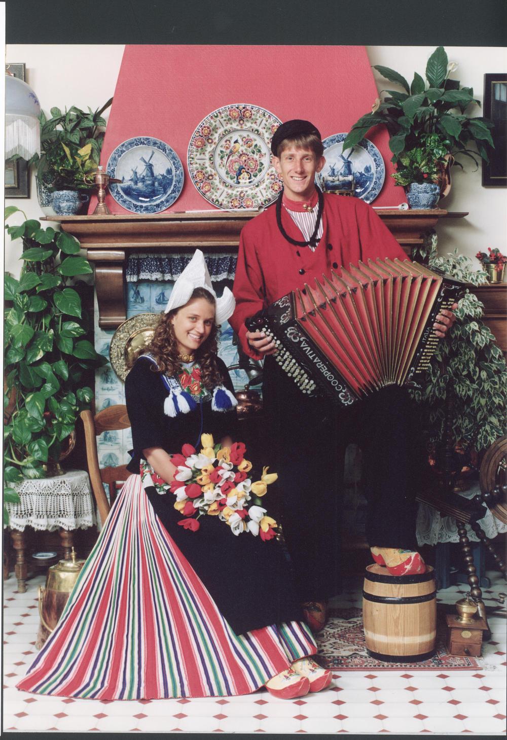 Edwin van der Sar in Volendams kostuum