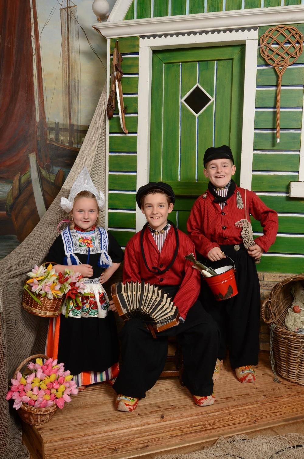 Kinderen in Volendamse klederdracht