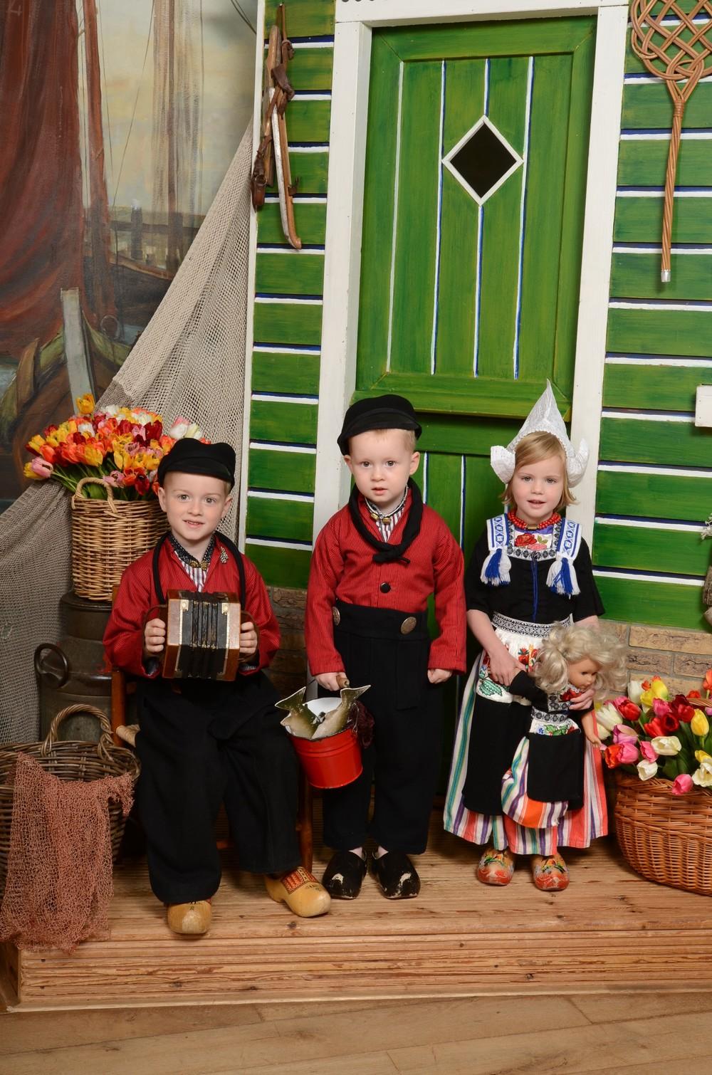 Kinderen in Volendams kostuum
