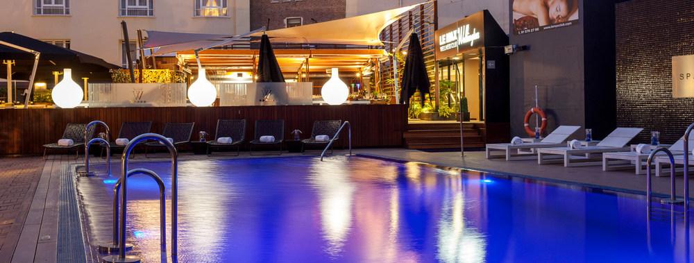 cimentrasa-piscinas-iluminación.jpg