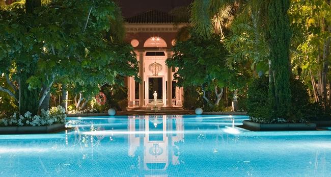 cimentrasa-piscina-iluminada.jpg