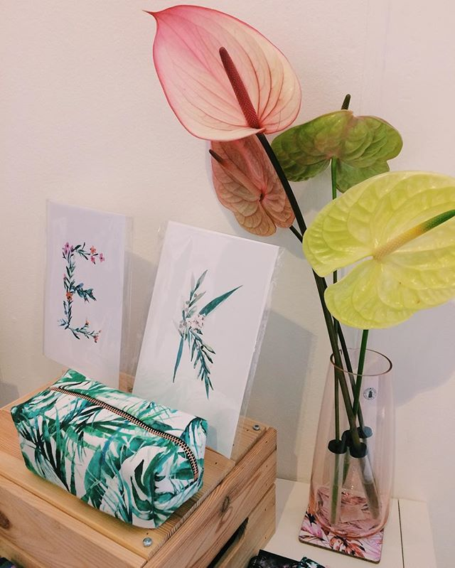 Super wicked to see the pencil/cosmetic case I made for #nikkistrangedesign on display at @pulselondonshow today 🤗 Absolutely love her prints & products, such a talented lady! 🌱🌸