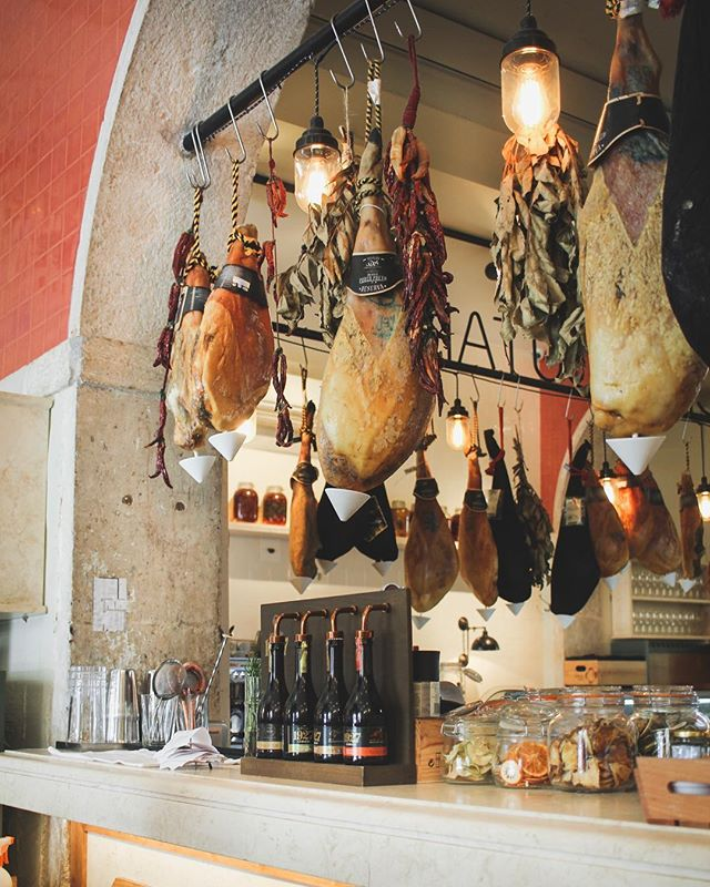I don't think they'd miss one if I just smuggled it out in my handbag? 🇵🇹 . . . #feedfeed #f52grams #EEEEEATS #lifeandthyme #tastingtable #huffposttaste #foodblogfeed #foodandwine #lisbonne #europetrip #visiteurope #interiors
