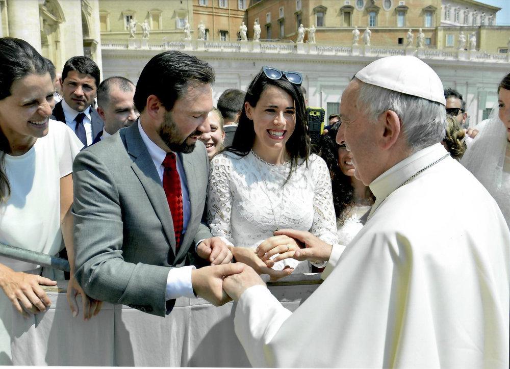 Papal audience newlyweds