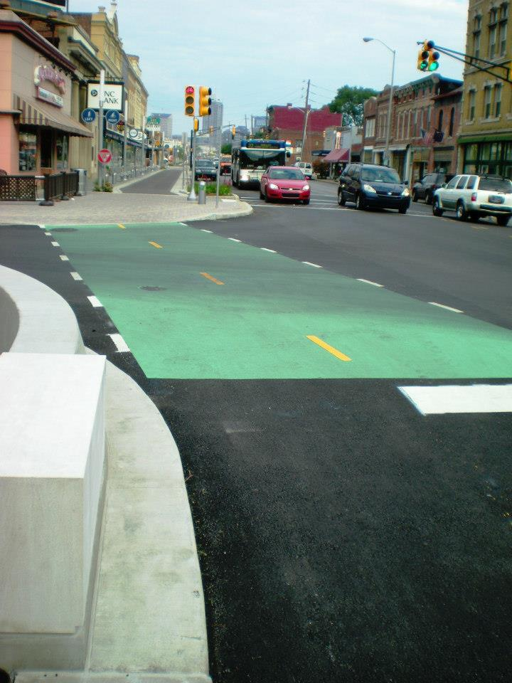 Green lane for vehicles and bicyclists