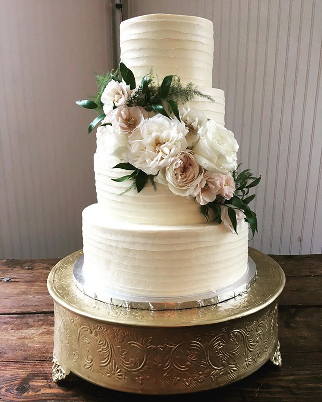 Oh happy day! #buttercream #flowers #atlantaweddings