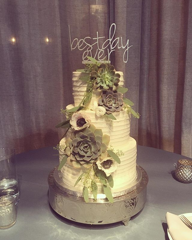 Loved helping celebrate this sweet couple yesterday! Congratulations Tori + Josh!! Beautiful florals from @lizmessickdesign and planning from @bashatlanta . #shalomyall #sh#atlantaweddings #buttercream #succulents #weddingcake