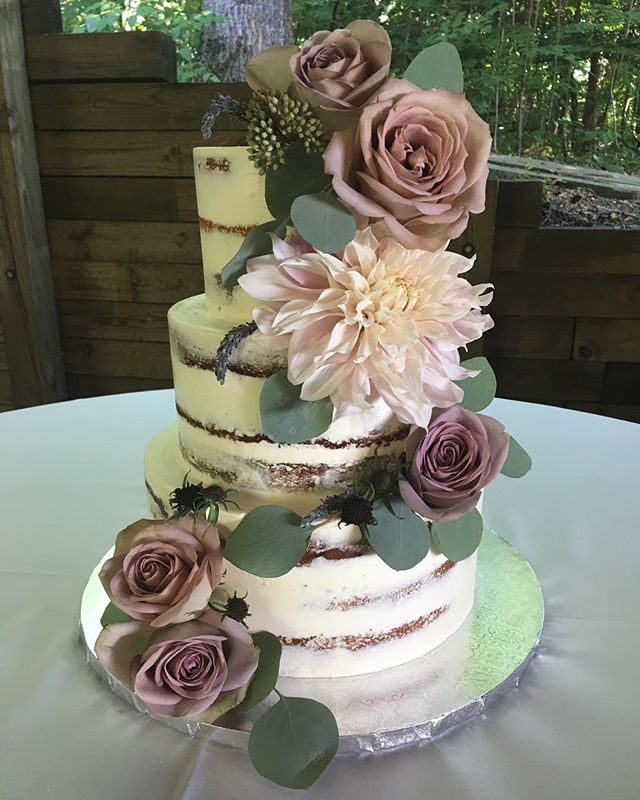 A bit of a mood today in north GA @brasstown_valley ! Ready for all the fall feels coming soon! Beautiful blooms from the lovely @boukates ! #fallisaroundthecorner #mostwonderfultimeoftheyear #weddings #nakedcake.
