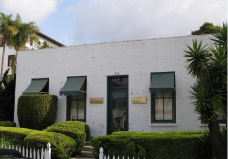 The Historical 914 Anacapa Street. Dr. Watts' office is a welcoming and relaxed environment.  The residential feel is maintained, as the waiting room is more like a living room. Some of my clients like to use it as a safe place to meet their kids after school, and dogs are always welcome to come in and get a drink from the water bowl in the kitchen.