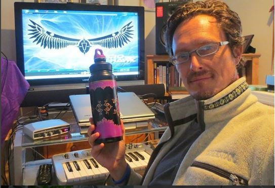 Astrohawk electronic musician #WaterBottleSelfie for the #PlasticFreeChallenge